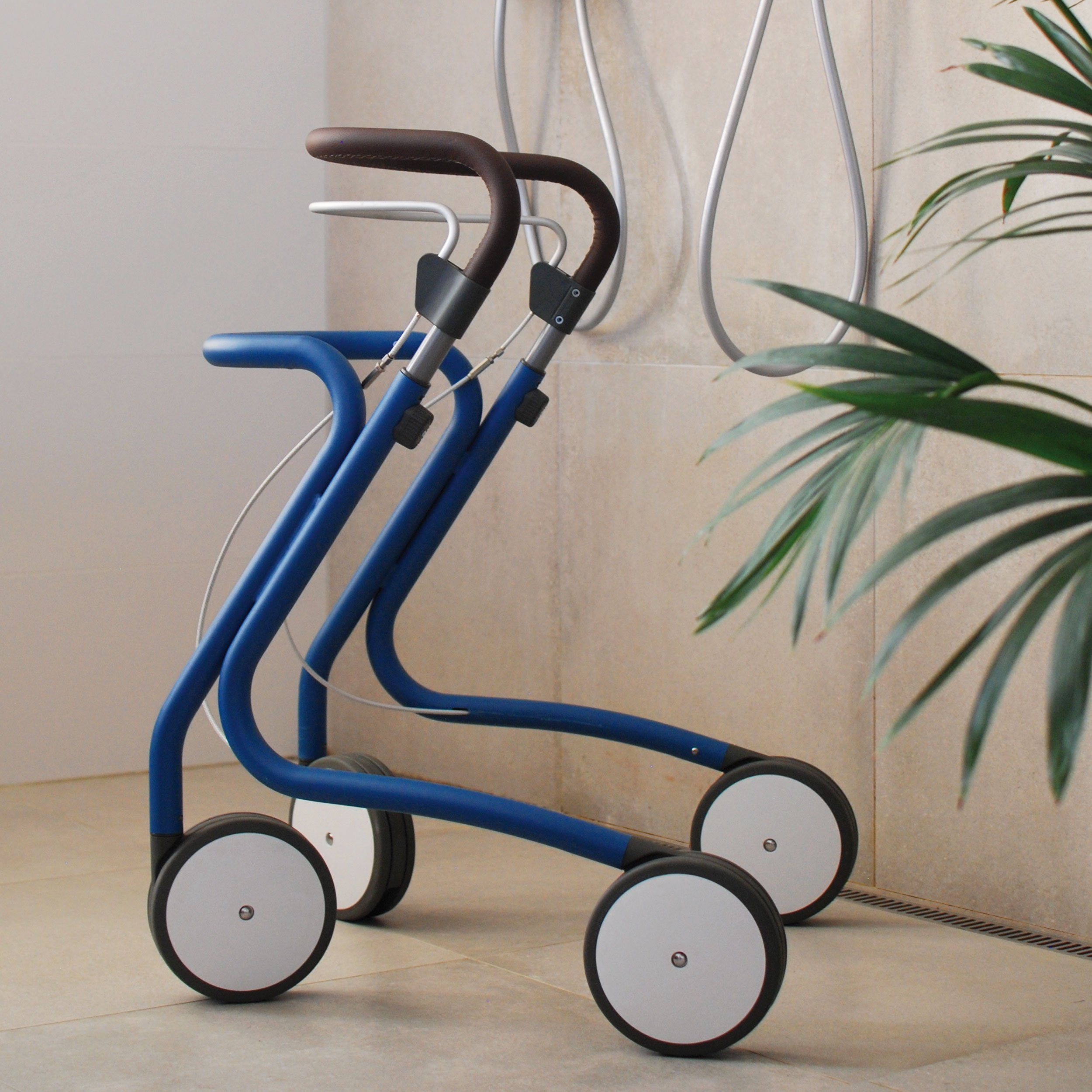 Scandinavian Mist Rollator byACRE - close-up in perspective in a bathroom setting